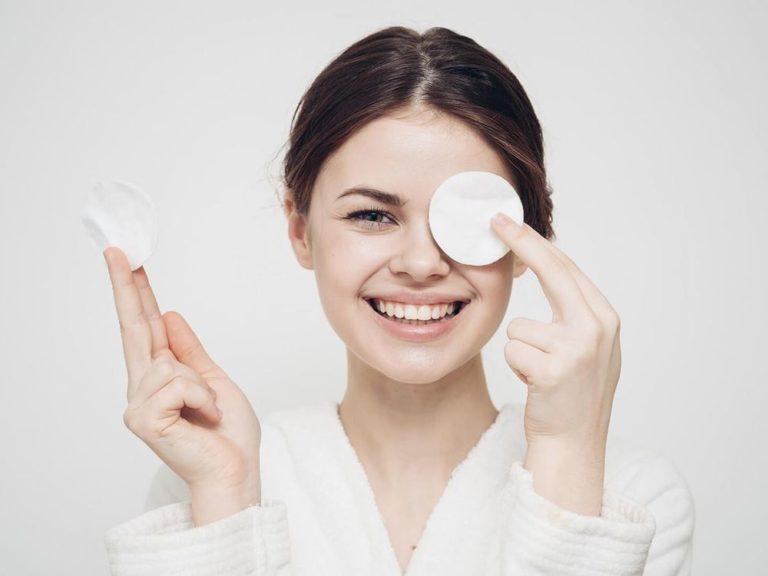 Средство для снятия макияжа с лица и глаз