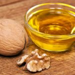 Масло грецкого ореха: польза для лица