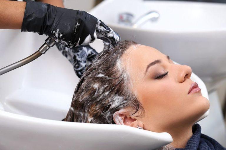 Как мыть голову правильно и с пользой