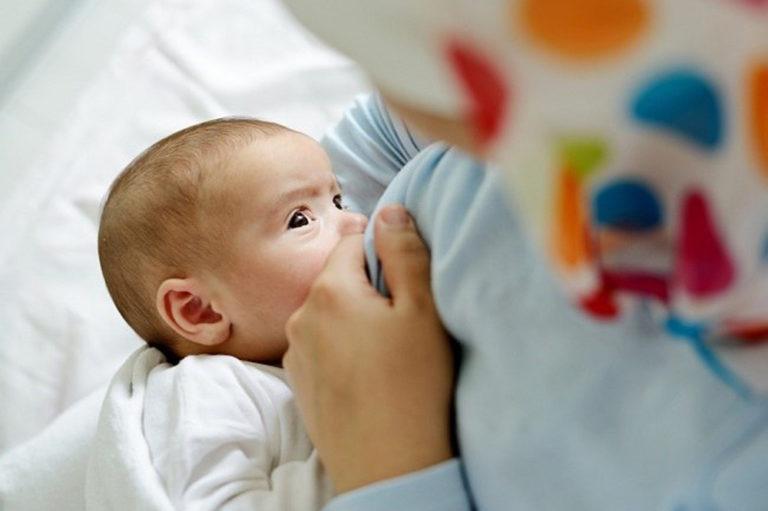 Как правильно кормить ребёнка грудью